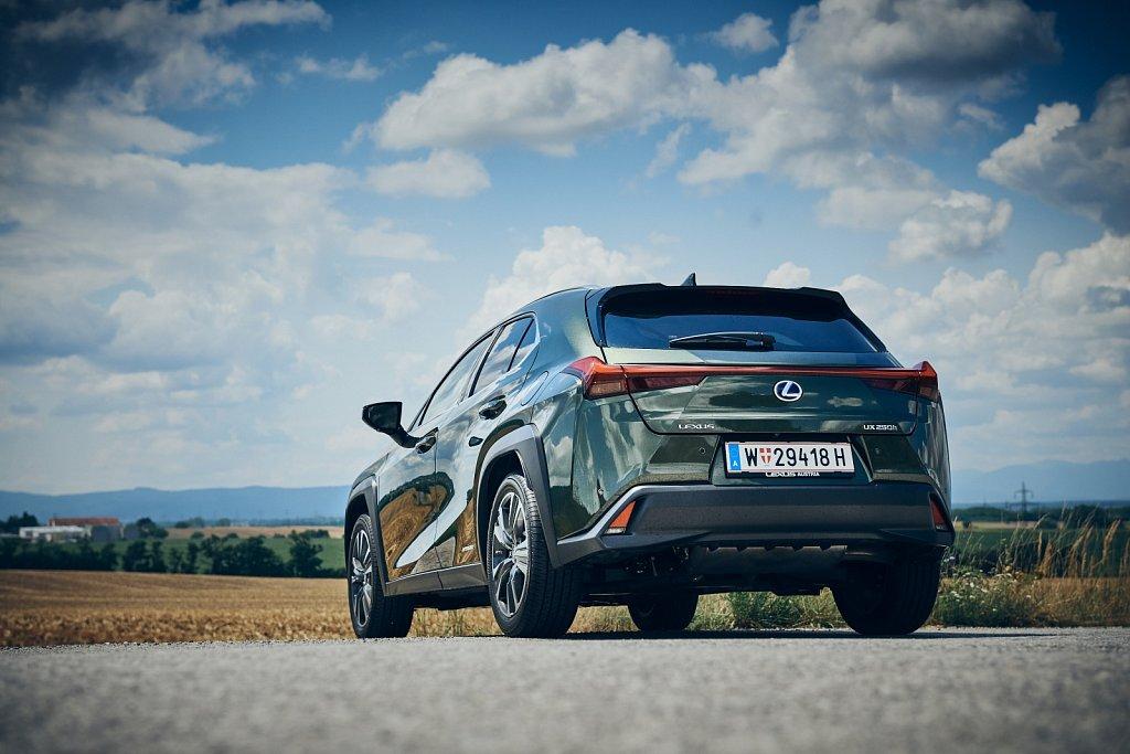 Lexus-UX-Gluschitsch650.jpg
